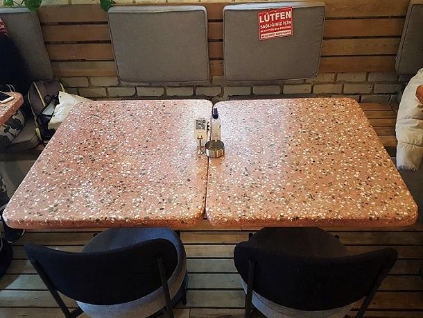 80x70 cm Kırmızı Terrazzo Masa